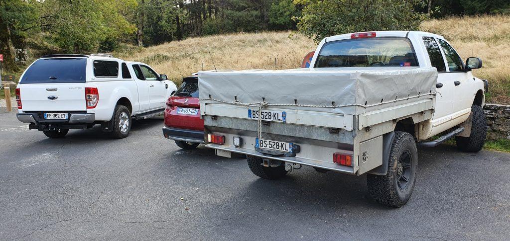 Une image contenant extérieur, route, voiture, camion  Description générée automatiquement